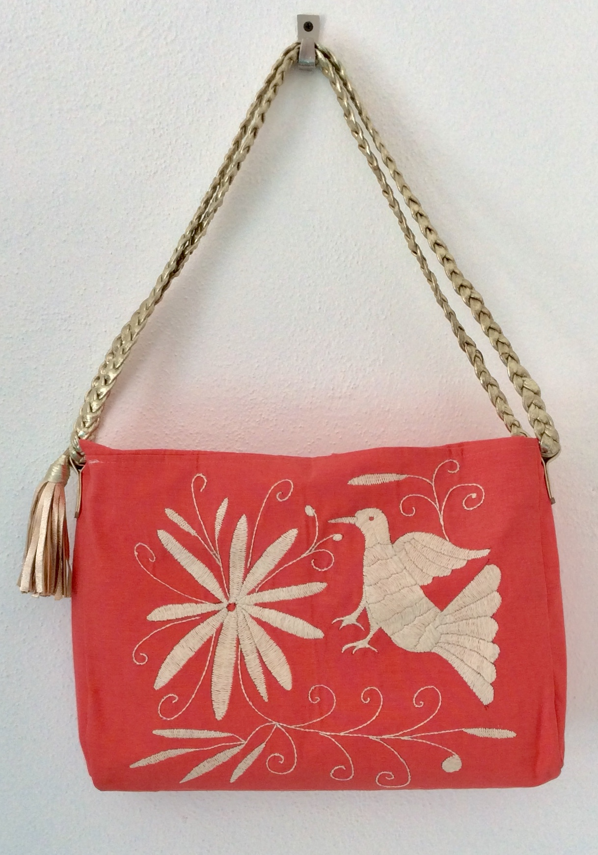 Corazon Sagrado, PuntaMita, ResortWear, ResortLiving,Travel,Visitmexico, Rivieranayarit,  Luxurydestination,  Fairtrade, Slowfashion, MadeinMexico, Otomi Bag, Coral, Embroidery, Handembroidery